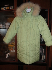 Пуховик на дев,  рост 146-150 см,  светло-зеленого цвета,  б/у в отл. состояние - 500 руб