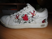 Кроссовки для девочки,  нат. кожа,  р. 33,  б/у в отличном состоянии