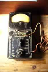 Продам раритетный антикварный прибор электроизмерительный  тестер Тт-1