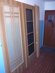 Двери межкомнатные застекленные,  2 шт.